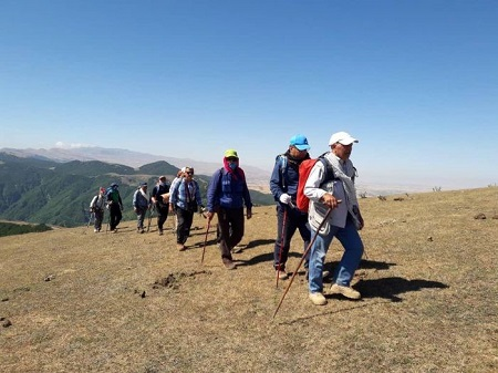 صعود گروه کوهنوردی شهرستان لنگرود به قله اسپیناس آستارا