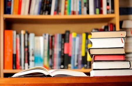 دویست جلد کتاب به مسجد حسینیه ولایت بازارساحلی اهدا شد